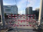 Die Hängebrücke über die Marina ist gesperrt